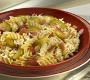 Receita de Salada de Macarrão ao Molho de Queijo com Figo e Presunto