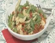 Salada de macarrão com pesto de maionese