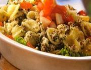 Salada de macarrão com sardinha