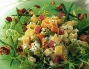 Salada de macarrão e frutas