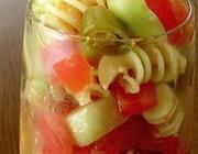 Salada de macarrão estilo gazpacho