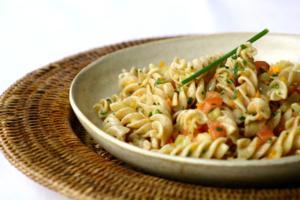 Receita de Salada de Macarrão, Legumes, Tomate e Molho de Mostarda