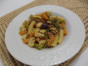 Receita de Salada de macarrão com cogumelos e azeitonas