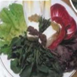 Receita de Salada de Mozzarella de Búfala com Pesto de Azeitona