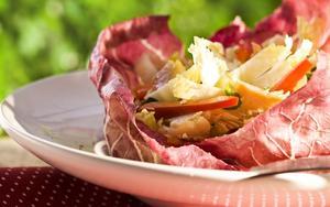 Receita de Salada de truta defumada com acelga e pimentão