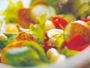 Receita de Salada Mista com Ovos de Codorna e Torradas