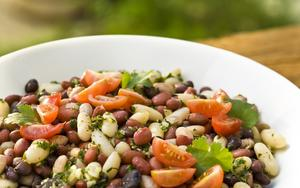 Receita de Salada mista de feijão com tomate e coentro