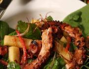 Salada thai de polvo