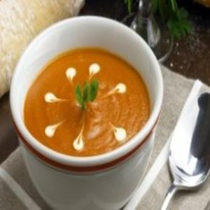 Receita de Salmão defumado com cream cheese e sopa de tomate