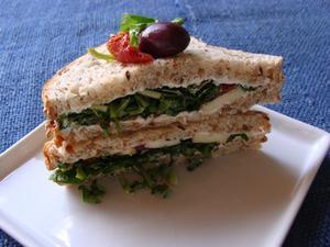 Receita de Sanduíche de Rúcula e Tomate Seco