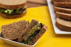 Receita de Sanduíche de Vegetais no Pão Integral Sem Conservantes