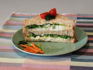 Receita de Sanduiche Rápido com Salada de Ovos