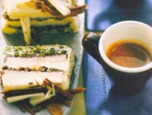 Receita de Semifredo de dois chocolates e pistache ao perfume de café