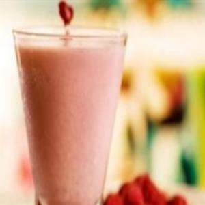 Receita de Smoothie de morango com água de coco e framboesa