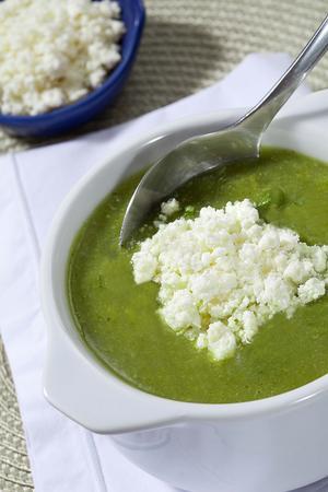 Receita de Sopa de Creme de Abobrinha com Rúcula e Ricota