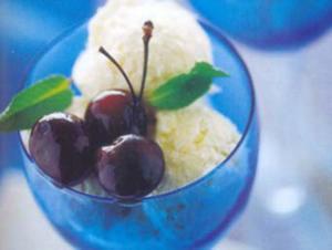 Receita de Sorvete de baunilha com cerejas e Lambrusco