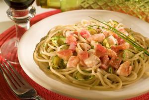 Receita de Spaghetti ao Azeite com Salmão e Abobrinha