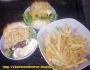 Super Eggsplosion com hambúrguer caseiro e batatas crocantes
