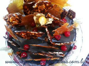 Receita de Torta de Caramelo e Chocolate com Crocante de Amêndoas