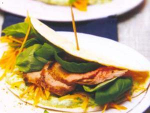 Receita de Tortillas com filé de lombo de porco e creme de manjericão