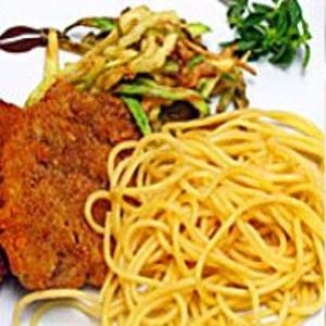 Receita de Bife à Milanesa com Espaguete Crocante
