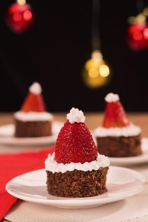 Receita de Bolinho de Papai Noel com Biscoito Recheado