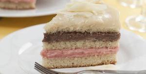 Receita de Bolo três brigadeiros: branco, chocolate e morango
