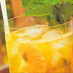 Receita de Caipirinha com Saquê, tangerina e hortelã