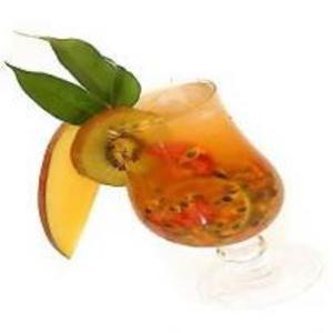 Receita de Caipirinha Tropical com Saquê e Frutas