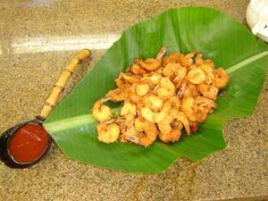 Receita de Camarões à milanesa com coco e molho agridoce