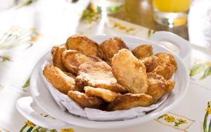 Receita de Fritadinhas de maçã e pera com massa de cerveja