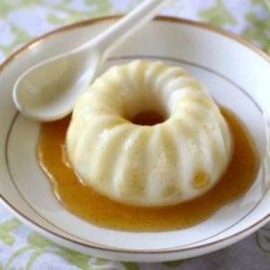 Receita de Manjar de iogurte com calda de ameixa