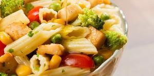 Receita de Macarrão Penne Speciale com Legumes e Frango