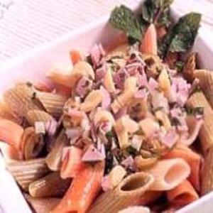 Receita de Salada Colorida de Macarrão
