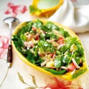 Receita de Salada com Folhas e Frutas ao Molho de Iogurte