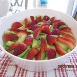 Receita de Salada de abacate com morango