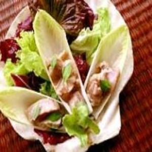 Receita de Salada de Folhas com Atum Marinado
