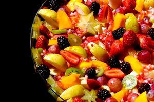 Receita de Salada de Frutas com Calda de Romã e Iogurte
