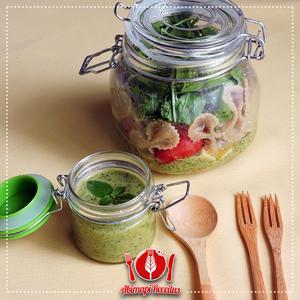Receita de Salada de Macarrão ao Molho Pesto no Pote