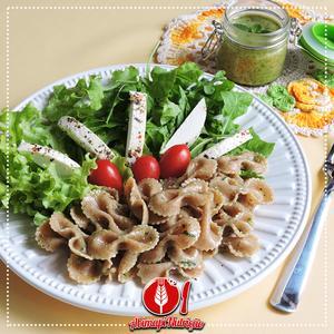 Receita de Salada de Macarrão Integral com Pesto de Manjericão