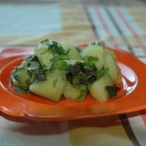Receita de Salada de melão com hortelã e coentro
