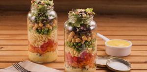 Receita de Salada de Pote com Macarrão Parafuso