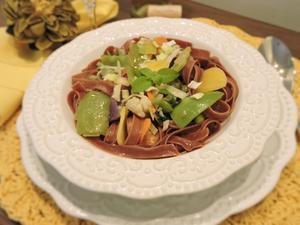 Receita de Talharim de Beterraba com Mix de Vegetais