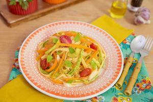 Receita de Talharim Tricolor de Abobrinha, Cenoura e Tomate