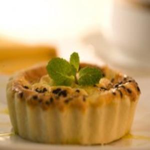 Receita de Torta de queijo-de-minas com sementes de gergelim
