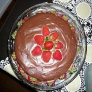 Receita de Torta Trufada de Chocolate com Morango